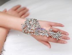 Свадебное украшение браслет-митенка с кольцом Роскошь