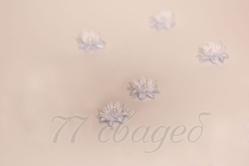 10408 Цветы для прически с липучкой бело-голубые, 10 шт.