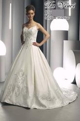 Свадебное платье со шлейфом DV8232