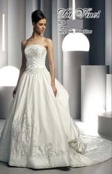 Свадебное платье со шлейфом DV8236