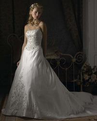 Свадебное платье с длинным вышитым шлейфом CW5465